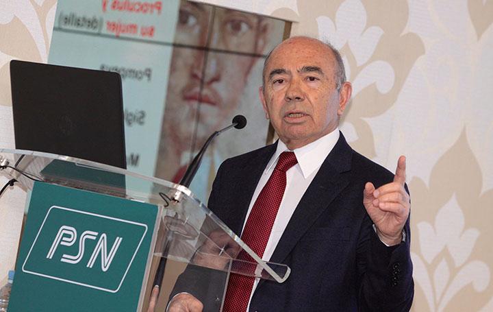 El profesor Julián García Sánchez inspira esta beca de Asomega para oftalmólogos.