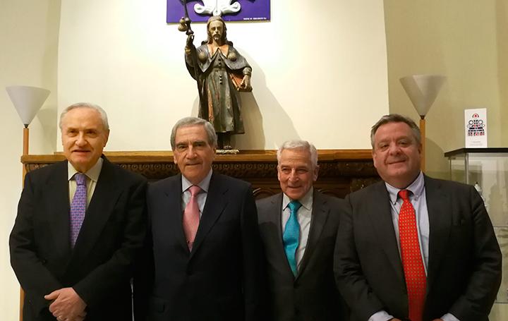 Fernando Ónega, Francisco Ruza, Miguel Carrero y Julio Ancochea, antes del inicio de la conferencia