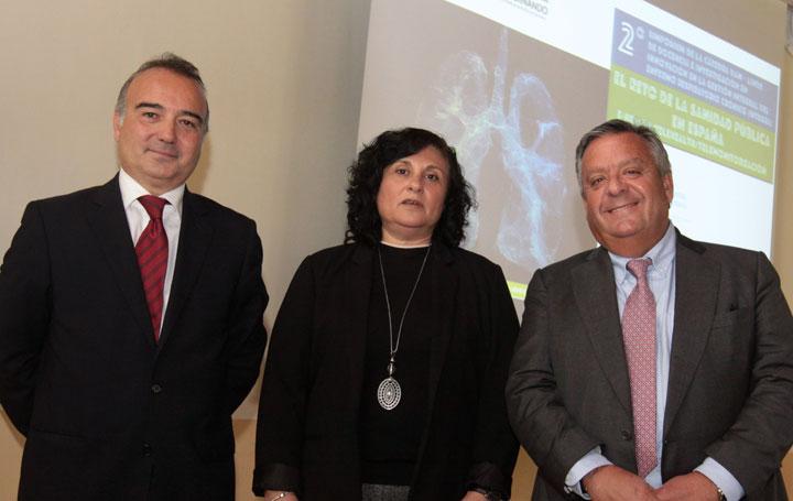 David Asín, , General Manager Linde Healthcare; Nuria Fernández de Cano Martín, subdirectora general de Continuidad Asistencial, Servicio madrileño de Salud; y Julio Ancochea, presidente de Asomega y director de la Cátedra UAM-Linde.