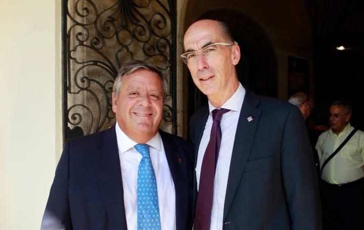 Julio Ancochea, presidente de Asomega, junto a Vázquez Almuíña en la inauguración del I Encontro Mundial de Médicos Galegos en septiembre de 2019.