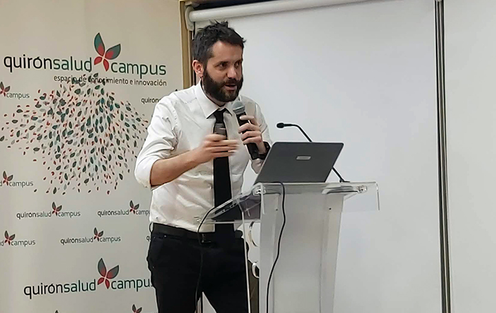 Juan Castro impartiendo una sesión en Quirónsalud Campus.