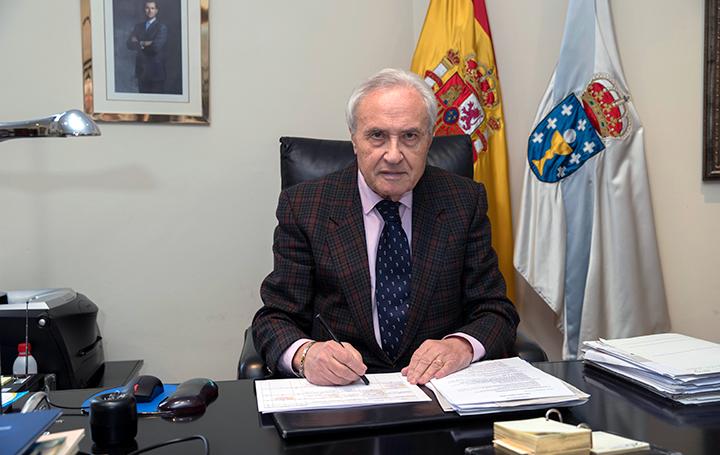 José Ramón Ónega en su despacho de la Casa de Galicia