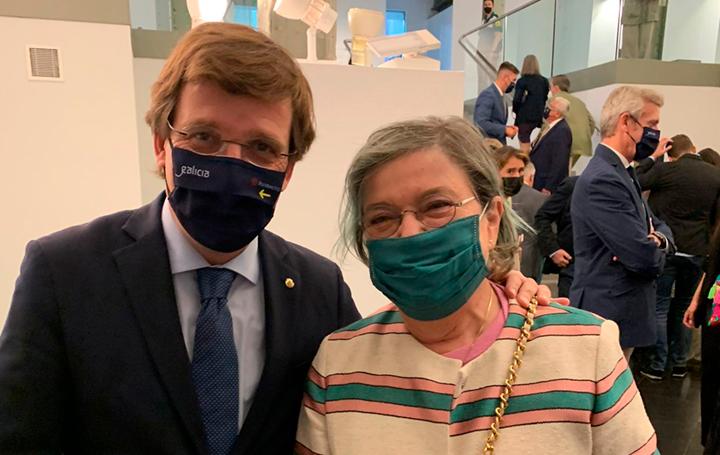 El alcalde de Madrid, Martínez Almeida, con la socia de Asomega María Eugenia Blanco Cachafeiro